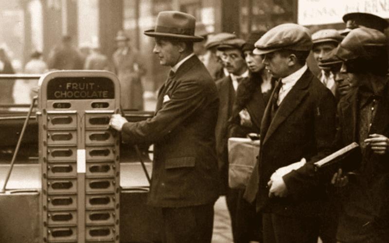 Первые вендинг аппараты в США